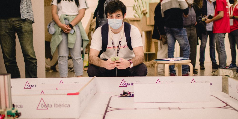 15 Teams from all over Spain participated in the V Final of the 'ASTI Robotics' Challenge